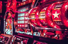 What are the different types of online slot machine games?